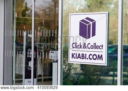 Bordeaux , Aquitaine France - 02 25 2021 : Kiabi Logo Brand And Text Sign Click And Collect On Store