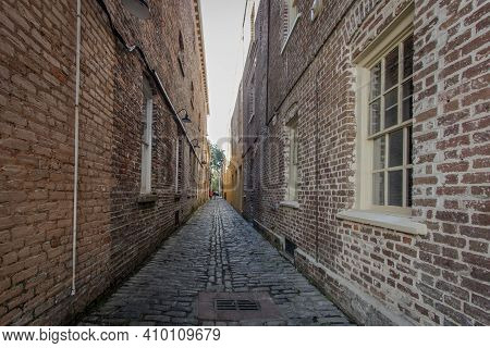 Lodge Alley In Charleston, South Carolina Is One Of City's Few Remaining Cobblestone Streets. Charle