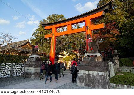 Kyoto,japan - Dec 5 : Unidentified People Visit Fushimi Inari Shrine On Dec 5,2015. Fushimi Inari Ta