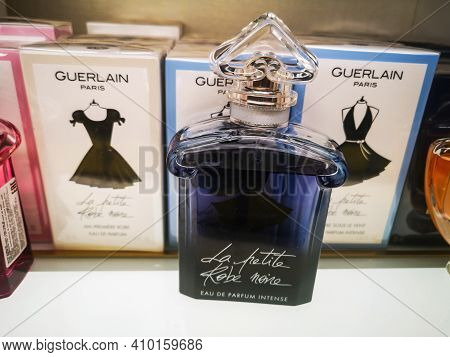 Fragrance For Women La Petite Robe Noire Guerlain Belongs To The Group Of Floral Fruity Sweet In The
