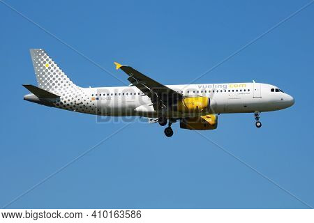 Vienna, Austria - May 13, 2018: Vueling Airlines Airbus A320 Ec-mes Passenger Plane Arrival And Land