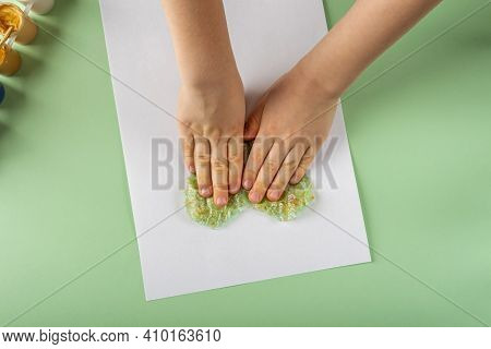 Diy And Kids Creativity Step By Step Instruction: Drawing Greeting Card Using Bubble Wrap. Step4 Pri