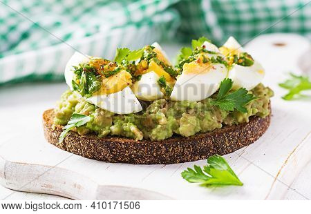 Vegetarian Breakfast. Sandwich With Avocado Puree And Boiled Eggs.  Healthy Breakfast Or Lunch.