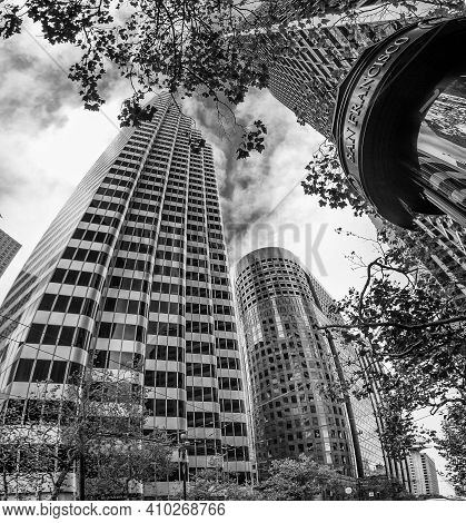San Francisco, Ca - Oct 2, 2011: The 164m  38 Floor Tower Shaklee Terraces Also Known As One Front
