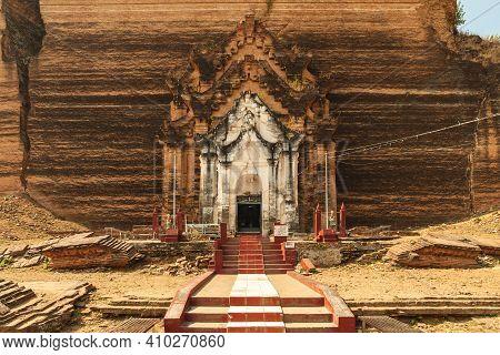 Mingun Pahtodawgyi Pagoda Located At Mingun, Myanmar Burma