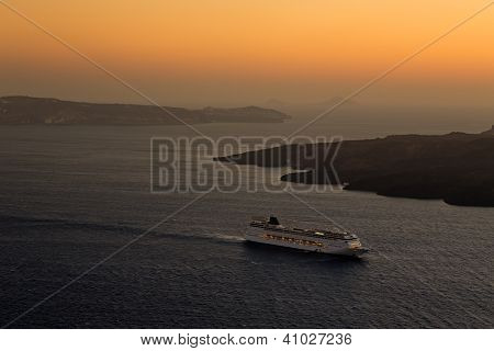 Cruise Ship, Fira, Santorini.