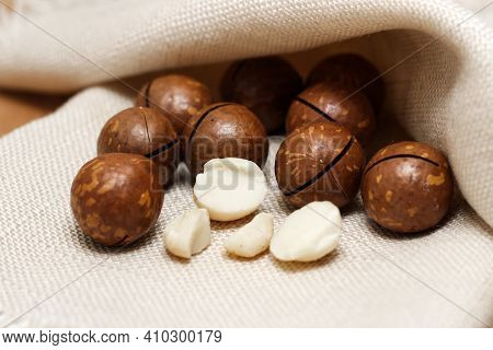 Healthy Organic Inshell Macadamia Nuts And Kernel Nuts. An Expensive Nut For The Keto Diet.