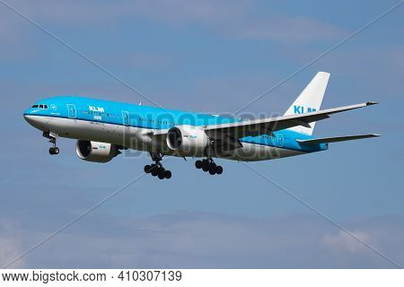 Amsterdam, Netherlands - July 3, 2017: Klm Royal Dutch Airlines Boeing 777-200 Ph-bqi Passenger Plan