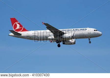 Istanbul, Turkey - March 28, 2019: Turkish Airlines Airbus A320 Tc-jug Passenger Plane Arrival And L