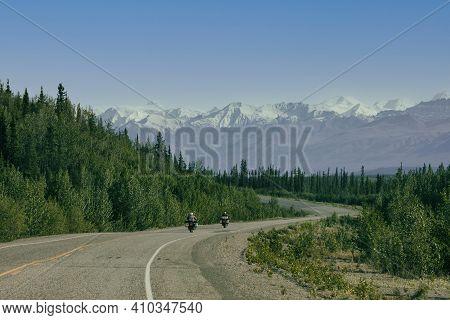 加拿大-加拿大1号公路欣赏雪山和夕阳的机位