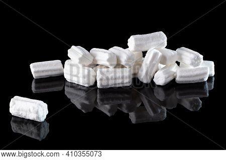 White Marshmallows Isolated On A Black Background With Reflection, Close-up. Vanilla Mini Marshmallo