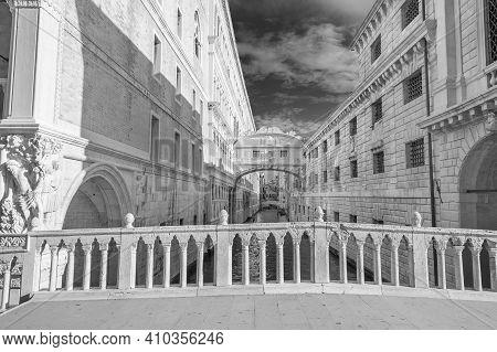 Venice - Bridge Of Sighs (ponte Dei Sospiri) , Italy
