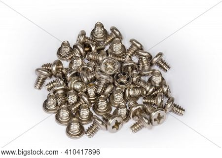 Pile Of Cylindrical Self-threading Sheet Metal Screws With Cross Recessed Pan Head And White Anti Co