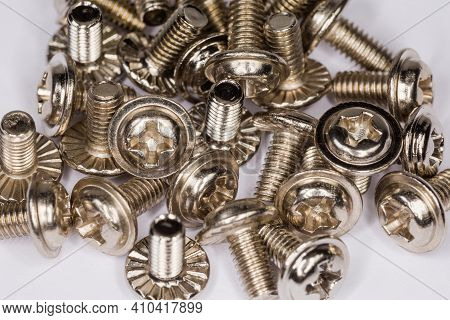 Machine Screws With Cross Recessed Round Washer Head With Serrated Flange And White Anti Corrosion C