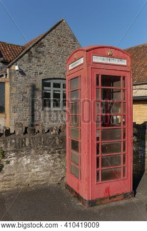 Bristol-nailsea-england-february 2021-a Close Up View Of A Old Faded British Public Telephone Booth.