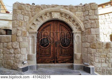 Urgup, Turkey - October 3, 2020: This Is A Traditional For The Area Carved Stone Gate To The Courtya