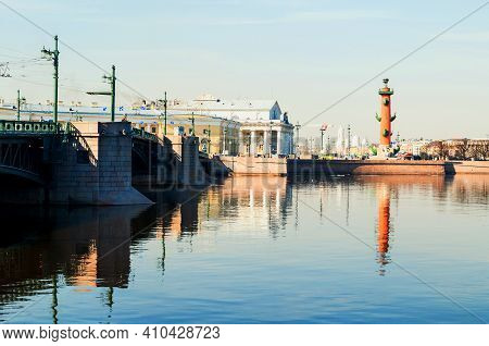 St Petersburg, Russia - April 5, 2019. Palace Bridge Over The Neva River In Saint Petersburg Russia