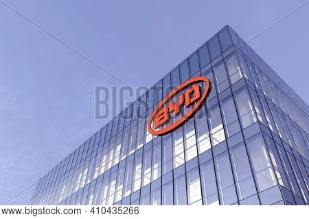 Shenzhen, China. February 18, 2021. Editorial Use Only, 3d Cgi. Byd Auto Signage Logo On Top Of Glas