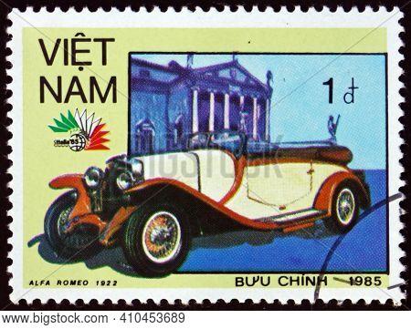Vietnam - Circa 1985: A Stamp Printed In Vietnam Shows 1922 Alfa Romeo, Vintage Italian Car, Circa 1