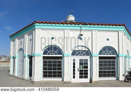MANHATTAN BEACH, CALIFORNIA - 17 FEB 2020: Roundhouse Aquarium Teaching Center on the Manhattan Beach Pier.