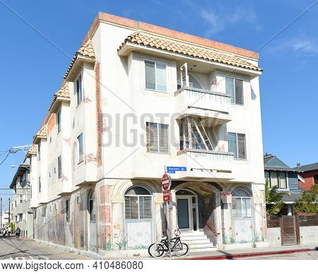VENICE, CALIFORNIA - 17 FEB 2020: The Venice Horizon Suites just off the boardwalk in Venice Beach at Horizon and Speedway..