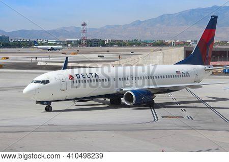 Las Vegas, Usa - April 15, 2014: Boeing 737 Of Delta Airlines At Las Vegas Mccarran International Ai
