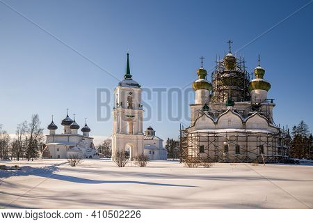 Temple Ensemble On Cathedral Square In Kargopol On Winter Sunny Day. Arkhangelsk Region, Russia