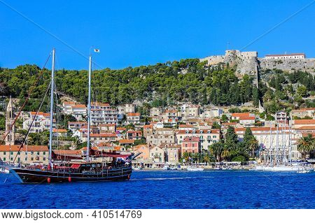Hvar, Croatia - October 2, 2011: View Of A Boat And Traditional Houses In Hvar With The Spanish Fort