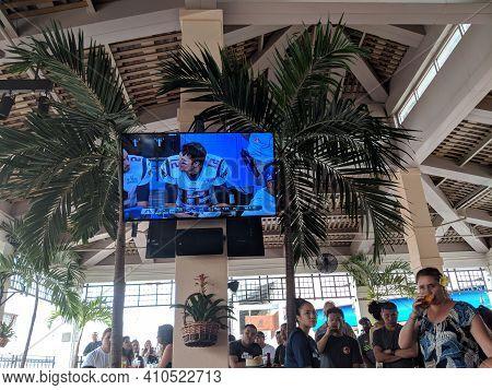 Honolulu - February 4, 2018:  Crowd People Watch Quarterback Tom Brady On The Tv During Super Bowl G