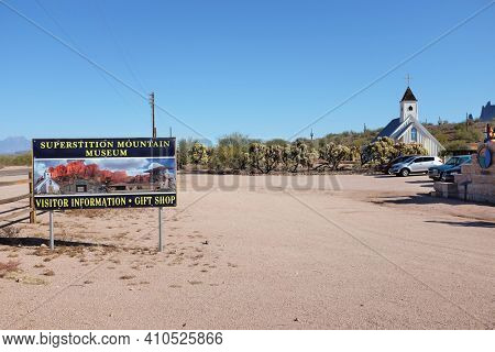 APACHE JUNCTION, ARIZONA - DECEMBER 8, 2016: Parking Lot and Sign ath the Superstition Mountain Museum on Route 88 in Apache Junction, Arizona. The Elvis Memorial Chapel is in the background.