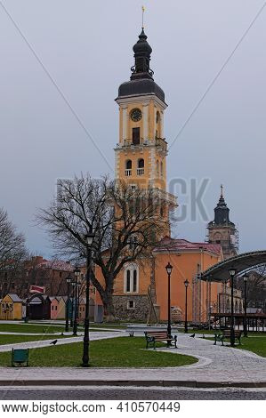 Kamianets-podilskyi-january 12, 2021:scenic Winter Morning Landscape View Of Old City Hall In Kamian
