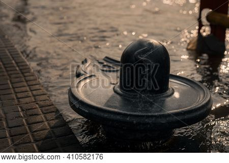 Lord Shiva Shivling Sculpture In Ganga River