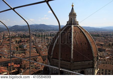 Firenze, Italy - April 21, 2017: The Brunelleschi Cupola In Florence View From A Grate, Firenze, Tus