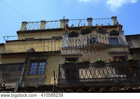 Firenze, Italy - April 21, 2017: House On Ponte Vecchio, Florence, Firenze, Tuscany, Italy