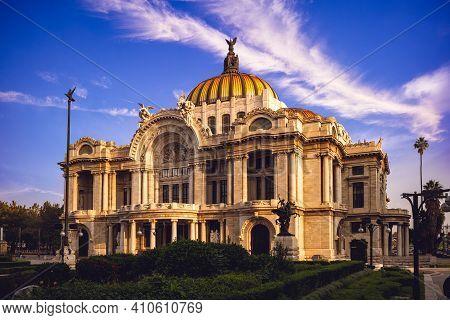 Palacio De Bellas Artes, Palace Of Fine Arts, Mexico City. Translation: