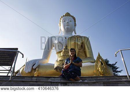 Travelers Thai Women People Travel Visit Take Photo And Respect Praying Big Golden Buddha Image Stat