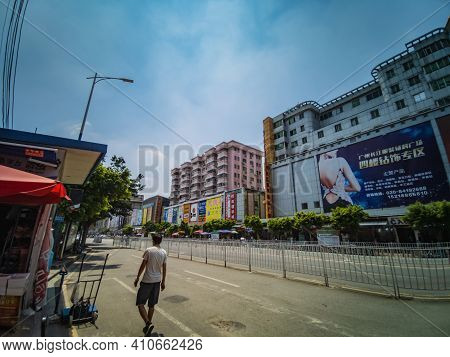 Guangzhou/china-24 Aug 2019:unacquainted People Walking In Zhongda Fabric Market At Guangzhou City C