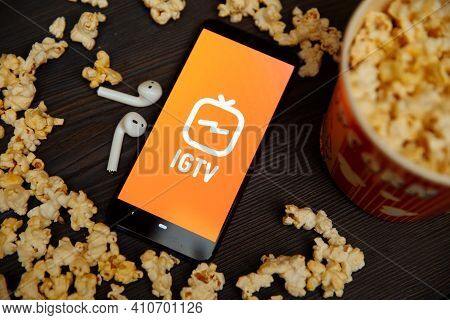 Tula Russia 16.01.20:. Igtv On The Phone Screen Between Popcorn.