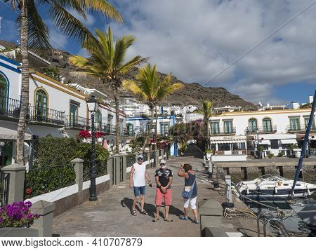 Puerto De Mogan, Gran Canaria, Canary Islands, Spain December 18, 2020: Group Of Tourist At Pedestri