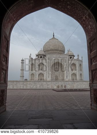 Agra, India - March, 26, 2019: Early Morning Shot Of The Taj Mahal Framed By An Arch