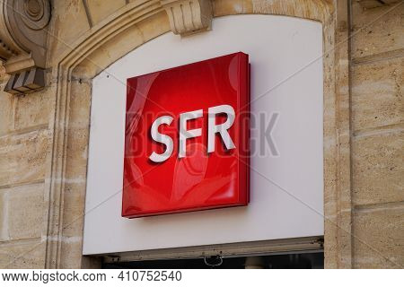 Bordeaux , Aquitaine France - 02 25 2021 : Sfr Store Text Brand And Logo Sign Of French Phone Operat
