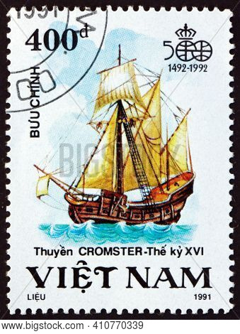 Vietnam - Circa 1991: A Stamp Printed In Vietnam Shows Cromster, Sailing Ship, Discovery Of America,