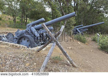 Sevastopol, Crimea, Russia - July 28, 2020: German Heavy Field Howitzers Of 150 Mm Sfn 18 Model 1918