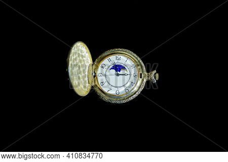 Old Pocket Watch In The Dark, Old Pocket Watch On Black Background, Watch On Black, Antique Pocket W