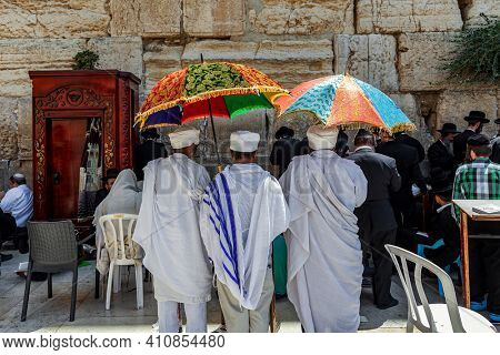 JERUSALEM, ISRAEL  - JULY 26, 2015: People praying at Western Wall in Jerusalem on Tisha B'Av - annual fast day in Judaism, commemorates the destruction of both first and second JewishTemples.