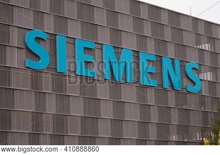 Zug, Switzerland - 26th February 2021 : Siemens Company Sign Hanging On A Building Facade In Zug, Sw