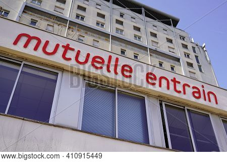 Bordeaux , Aquitaine France - 03 03 2021 : Mutuelle Entrain Logo Sign And Brand Text Of Mutual Insur