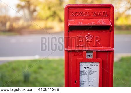 Swansea, Wales, Uk - February 25, 2021: Traditional British Red Royal Mail Er Mailbox For Letters In