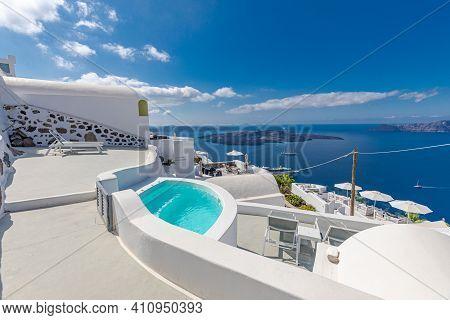 May.10.2019: Luxury Greek Holidays In Santorini. White Architecture On Santorini Island, Greece. Blu