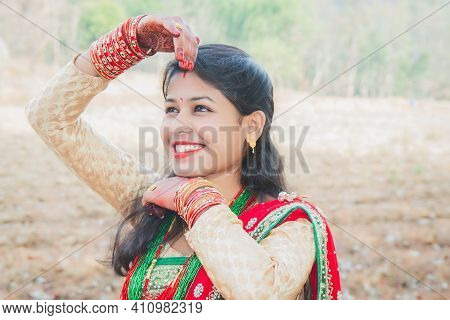 Beautiful Asian Indian Nepali Bride Wearing Ethnic Traditional Outfit With Gold Jewellery And Henna